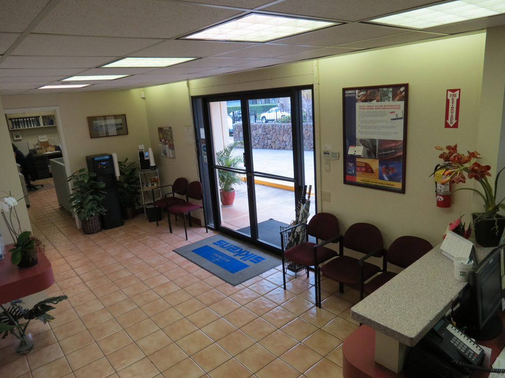 Customer Waiting Area | Kuroda Auto Body